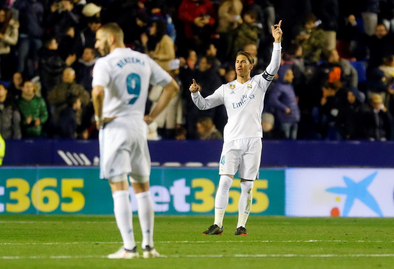Soccer Football - La Liga Santander - Levante vs Real Madrid - Ciutat de Valencia, Valencia, Spain - February 3, 2018   Real Madrid's Sergio Ramos and Karim Benzema look dejected after Levante's second goal   REUTERS/Heino Kalis